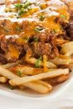 Ongezond Slordig Chili Cheese Fries stock afbeeldingen