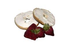 Ongezuurd broodje en aardbeien royalty-vrije stock fotografie