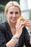 Ongezuurd broodje met creamcheese Stock Foto's