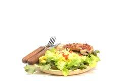 Ongezuurd broodje met omelet en verse kruiden Royalty-vrije Stock Foto's