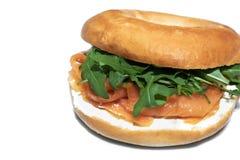 Ongezuurd broodje met zalm en rucola Stock Fotografie