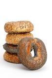 Ongezuurde broodjes die op Witte Achtergrond worden geïsoleerdt Stock Afbeelding