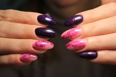 ongles fascinants de manucure photos stock