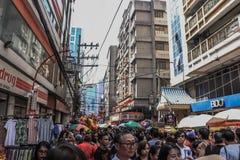 Ongpin gata i Binondo, Manila royaltyfri foto
