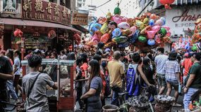Ongpin gata i Binondo, Manila royaltyfria bilder