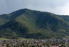 Onguday-Dorf in den Altai-Bergen, Sibirien, Russland stockfotografie