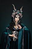 Onh das mulheres do duende da fantasia o fundo preto imagem de stock