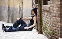 Onherkenbaar stedelijk meisje. Stock Afbeeldingen