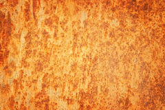 Ośniedziały textured metalu tło. Krakingowa ośniedziała metal ściana. Obrazy Royalty Free
