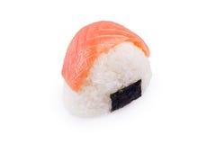 Onigiri mit einem Lachs lokalisiert in einem Weiß Stockfotografie