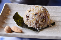 Onigiritraditional-Japanerlebensmittel Stockbild
