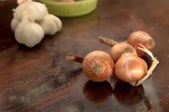 Onins und Knoblauch Lizenzfreies Stockfoto