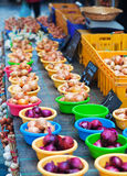 Onions on farm market Stock Photography