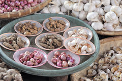 Onions, garlic and ginger at market Stock Photos