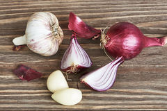 Onions and garlic on table Royalty Free Stock Photography