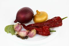 Onions, garlics, peppers, and bay leafs Royalty Free Stock Photography