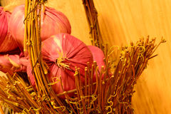 Onions in wooden basket Royalty Free Stock Photography