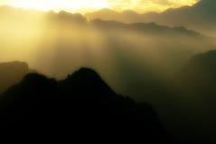 Oniric licht in berglandschap Stock Afbeeldingen