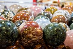 onix色的球在市场上 免版税库存照片