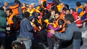 Onlangs aangekomen vluchtelingsboot royalty-vrije stock afbeeldingen