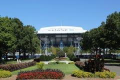 Onlangs beter Arthur Ashe Stadium met gebeëindigd intrekbaar dak in Billie Jean King National Tennis Center klaar voor US Open stock fotografie