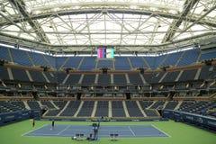 Onlangs beter Arthur Ashe Stadium met gebeëindigd intrekbaar dak in Billie Jean King National Tennis Center klaar voor US Open stock foto