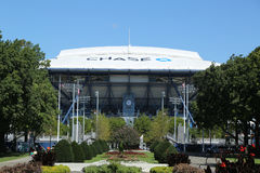 Onlangs beter Arthur Ashe Stadium met gebeëindigd intrekbaar dak in Billie Jean King National Tennis Center klaar voor US Open royalty-vrije stock afbeeldingen