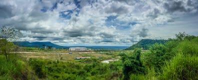 Onlangs de casinobouw in Chong Arn Ma, geroepen grensovergang Thais-Kambodja (grensovergang van Ses in Kambodja) tegengesteld aan stock afbeeldingen