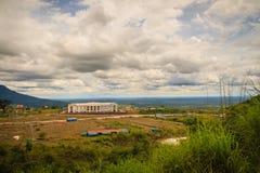 Onlangs de het hotelbouw van de casinotoevlucht in Chong Arn Ma, grensovergang Thais-Kambodja (genoemd Ses in Kambodja) tegengest royalty-vrije stock afbeeldingen