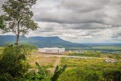 Onlangs de het hotelbouw van de casinotoevlucht in Chong Arn Ma, grensovergang Thais-Kambodja (genoemd Ses in Kambodja) tegengest stock afbeelding