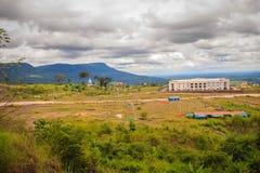Onlangs de het hotelbouw van de casinotoevlucht in Chong Arn Ma, grensovergang Thais-Kambodja (genoemd Ses in Kambodja) tegengest royalty-vrije stock fotografie