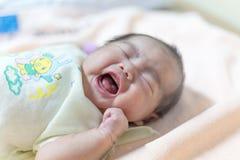 Onlangs geboren Thais babymeisje Stock Afbeeldingen