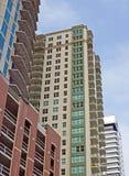 Onlangs geconstrueerd flatgebouw met koopflats Royalty-vrije Stock Afbeelding