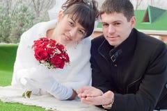 Onlangs-gehuwd paar Royalty-vrije Stock Afbeeldingen