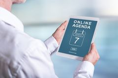 Online agendy pojęcie na pastylce Zdjęcia Stock