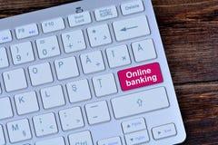 Online bankowość na klawiaturowym guziku Zdjęcie Royalty Free