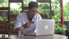 Online bankowość Obsługuje używać komputer dla online zakupu z kredytową kartą zbiory wideo