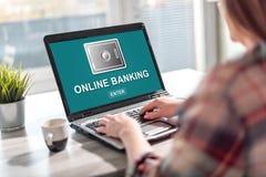 Online bankowość pojęcie na laptopu ekranie zdjęcie stock
