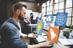 Online-begrepp för social för massmediainternet för nätverk social WWW rengöringsduk Arkivbild