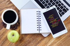 Online-begrepp för ordning för affärsordmoln på smartphoneskärmen Royaltyfri Bild