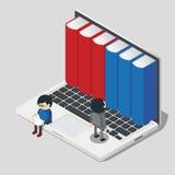 Online bibliotheekconcept met kleine mensen die boeken van laptop nemen Stock Afbeeldingen