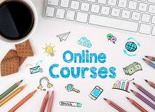 Online Cursussen, Bedrijfsconcept Wit bureau royalty-vrije illustratie