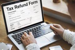 Online de Vormconcept van de belastingsterugbetaling Stock Foto's