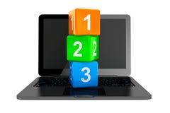 Online edukaci pojęcie. Nowożytny laptop z 123 zabawkarskimi sześcianami Zdjęcie Stock