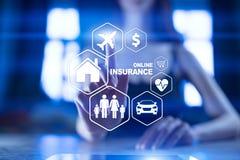 Online-försäkring på den faktiska skärmen Liv, bil, egenskap, hälsa och familj Begrepp för internet och för digital teknologi fotografering för bildbyråer