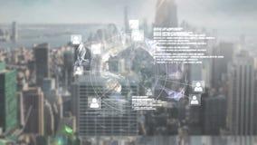 Online-global gemenskapskärm mot cityscape arkivfilmer