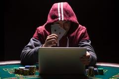 Online grzebaków gracze siedzi przy stołem zdjęcia royalty free