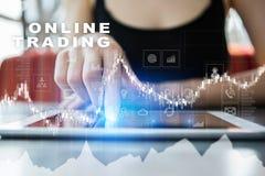 Online-handel internetinvestering Affärs- och teknologibegrepp Arkivbild