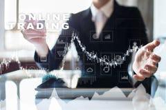 Online-handel internetinvestering Affärs- och teknologibegrepp Arkivfoto