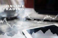 Online-handel internetinvestering Affärs- och teknologibegrepp Royaltyfri Bild